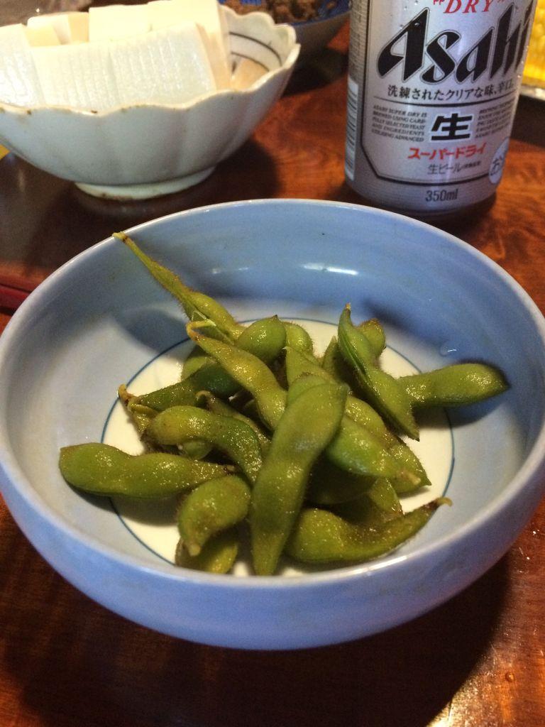 収穫した枝豆を茹でていただきました。