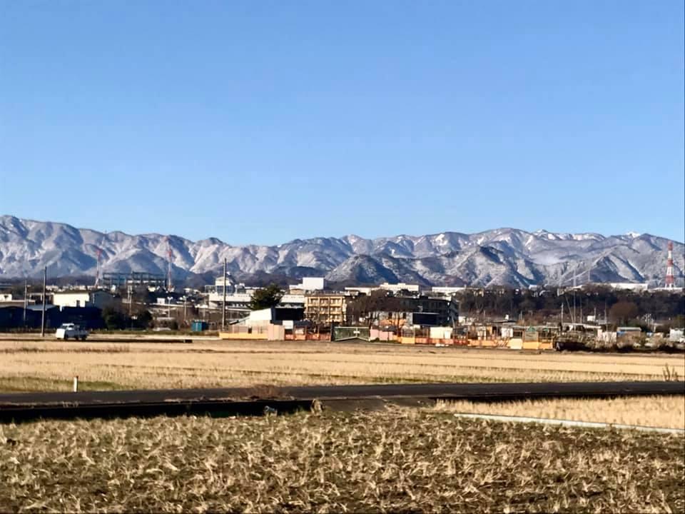絶景!田んぼから見える雪化粧