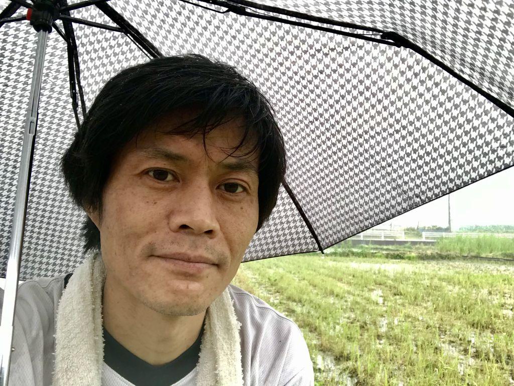 雨が降っていたので傘を指しながら撮影