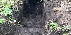 階段状に掘った穴