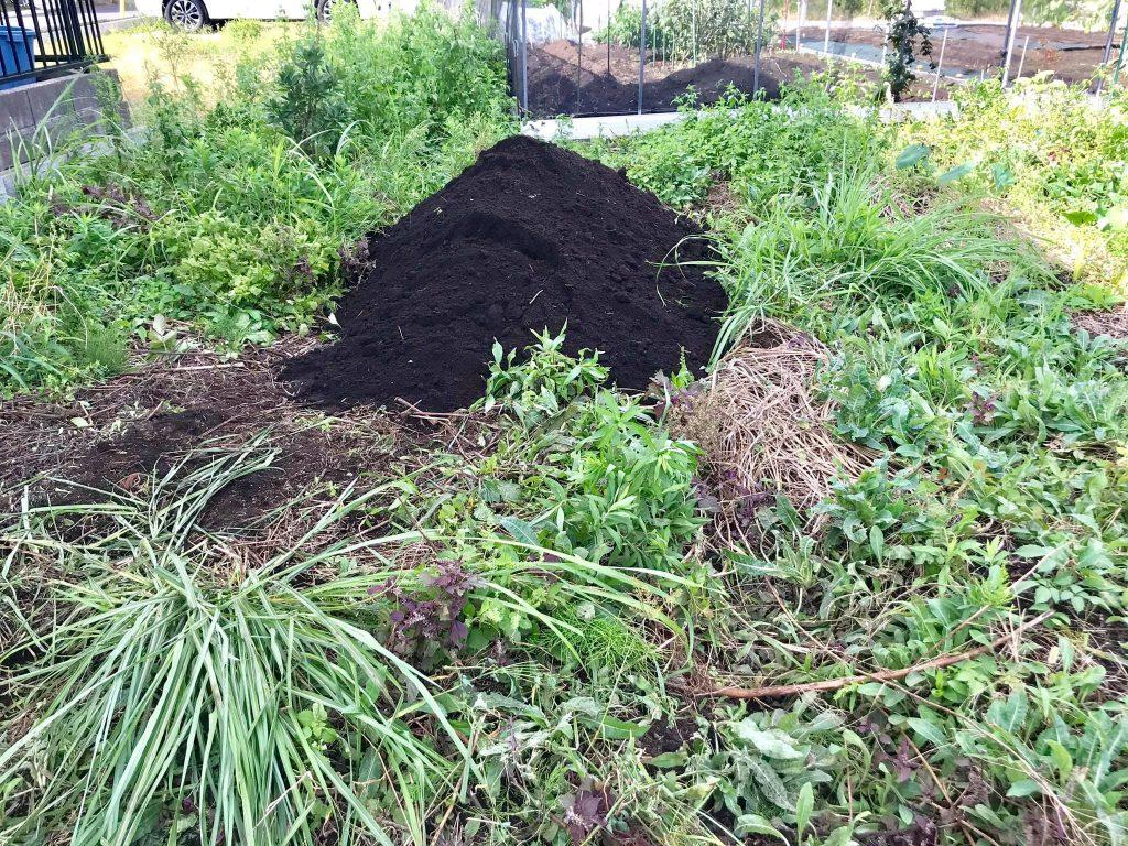 掘り出した土はここに積みました