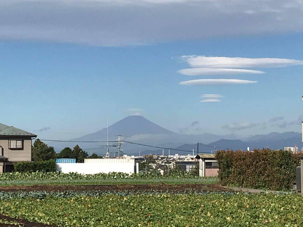 今日は富士山がよく見えて、しかも不思議な雲も