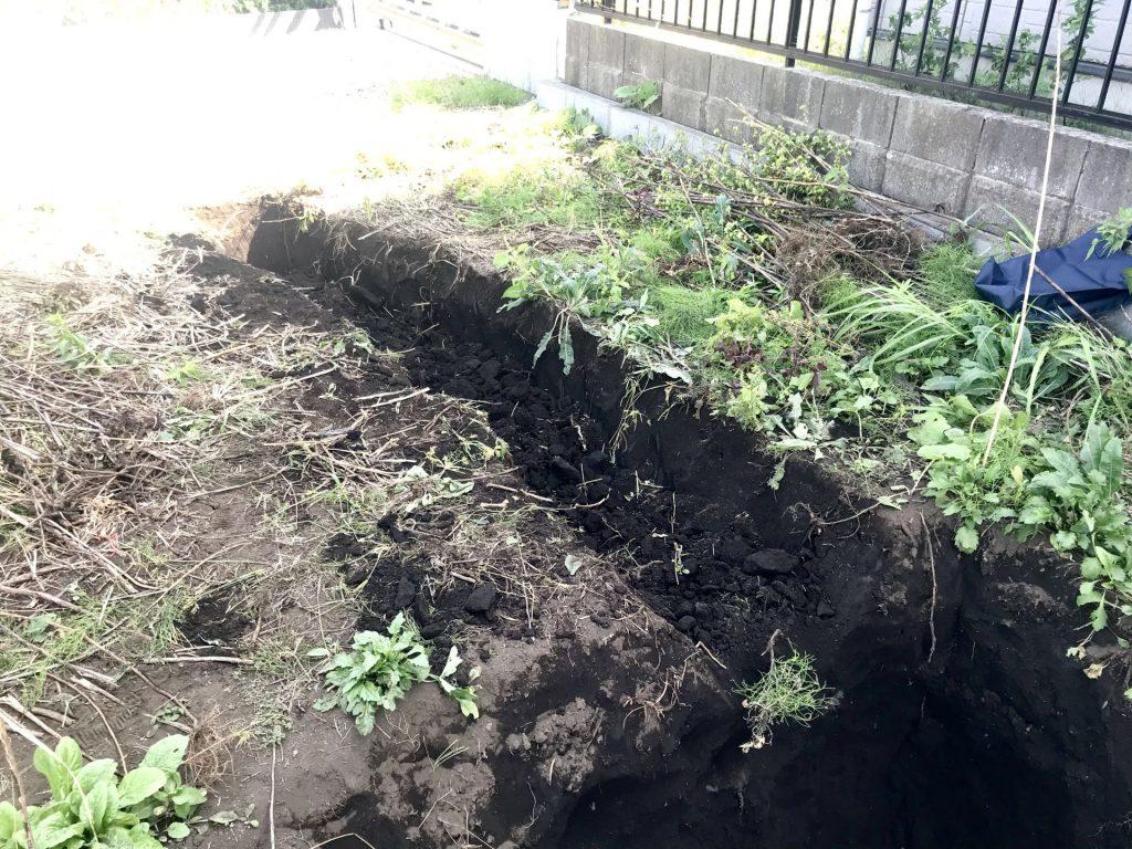 水道管を通す溝も掘りました