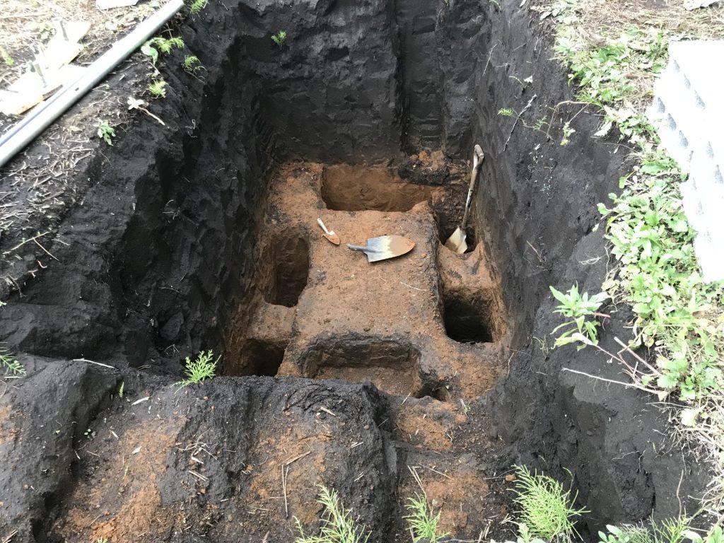 骨組み用の穴がすべて掘り終わったところ