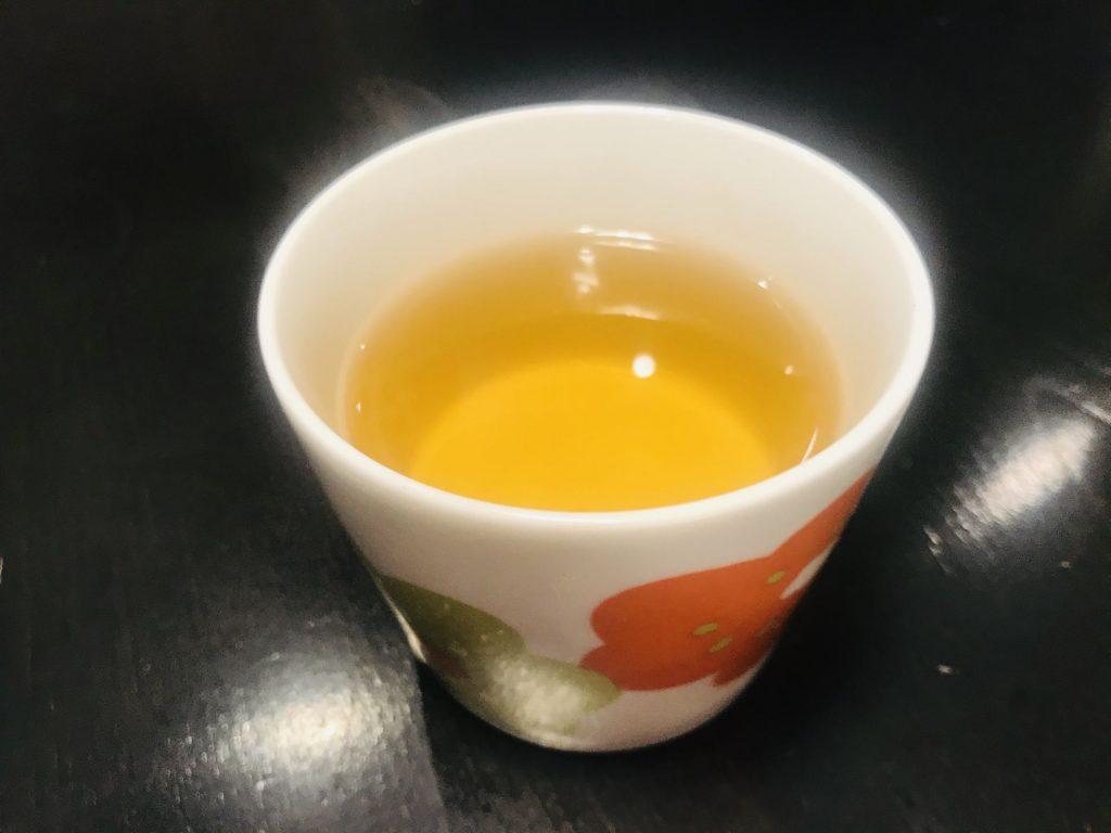 こちらは市販のヤーコン茶をいれたもの