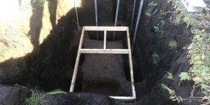 木枠を使って穴の位置を調整