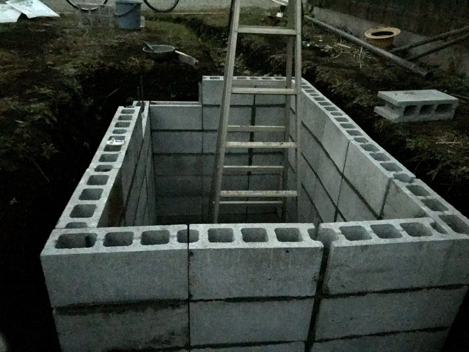 日没で暗くなったので七段目も残すブロックはあと3つで今日は終わり。